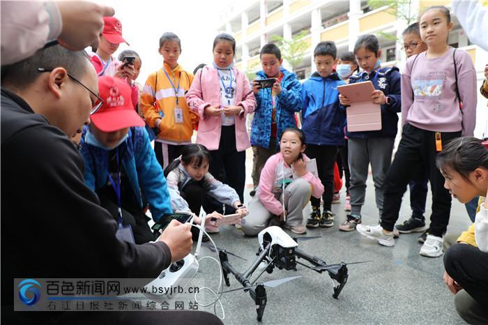你来了吗?《右江日报》小记者团新闻摄影指导培训课开讲啦!