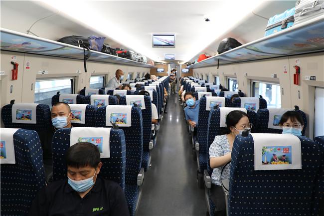 """出发!""""百色芒果""""号高铁专列驶向北京"""